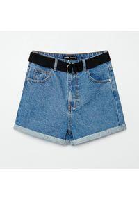 Cropp - Jeansowe szorty z wysokim stanem - Niebieski. Stan: podwyższony. Kolor: niebieski. Materiał: jeans