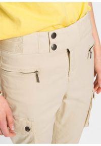 Spodnie bojówki z szerokim paskiem bonprix beżowy. Kolor: beżowy