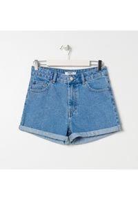 Sinsay - Szorty mom jeans - Niebieski. Kolor: niebieski. Materiał: jeans