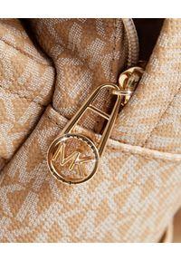 Michael Kors - MICHAEL KORS - Beżowy plecak Slater. Kolor: beżowy. Materiał: materiał. Styl: elegancki, casual