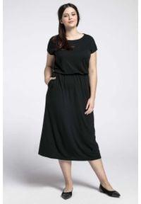 Nommo - Czarna Midi Sukienka Marszczona w Talii PLUS SIZE. Kolekcja: plus size. Kolor: czarny. Materiał: poliester, bawełna. Typ sukienki: dla puszystych. Długość: midi