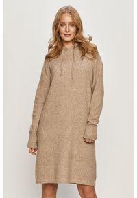 Beżowa sukienka Vero Moda casualowa, na co dzień, z kapturem, z długim rękawem