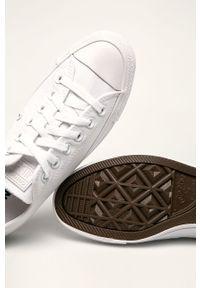 Białe tenisówki Converse z okrągłym noskiem, na sznurówki