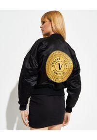 Versace Jeans Couture - VERSACE JEANS COUTURE - Dwustronna kurtka typu bomber. Kolor: czarny. Wzór: aplikacja