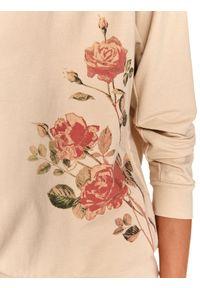 TOP SECRET - Nierozpinana bluza damska z nadrukiem w kwiaty. Okazja: na co dzień. Kolor: beżowy. Materiał: tkanina. Długość rękawa: długi rękaw. Długość: długie. Wzór: kwiaty, nadruk. Sezon: jesień. Styl: casual