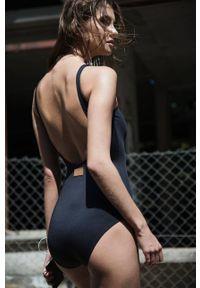 MUUV - Body Deep Cut. Kolor: czarny. Materiał: materiał. Długość rękawa: na ramiączkach