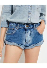 ONETEASPOON - Niebieskie szorty Bandits Low Waits. Stan: obniżony. Kolor: niebieski. Materiał: jeans. Wzór: aplikacja