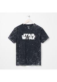 Sinsay - Koszulka z nadrukiem Star Wars - Czarny. Kolor: czarny. Wzór: nadruk, motyw z bajki
