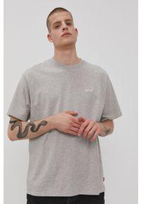 Levi's® - Levi's - T-shirt. Okazja: na spotkanie biznesowe. Kolor: szary. Materiał: bawełna, dzianina. Wzór: aplikacja. Styl: biznesowy