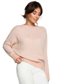 Różowy sweter oversize MOE z kontrastowym kołnierzykiem