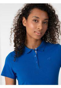 4f - Koszulka polo damska. Okazja: na co dzień. Typ kołnierza: polo. Kolor: niebieski. Materiał: jersey, dzianina, materiał, bawełna. Styl: casual