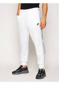 Białe spodnie dresowe Nike