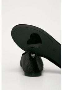 Czarne baleriny Love Moschino z okrągłym noskiem, z cholewką