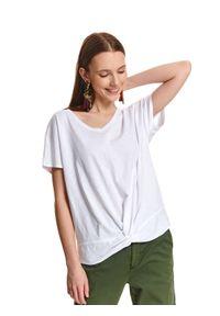 TOP SECRET - T-shirt z ozdobnym węzłem. Okazja: na co dzień. Typ kołnierza: dekolt w serek. Kolor: biały. Długość: krótkie. Wzór: gładki. Materiał: bawełna. Długość rękawa: krótki rękaw. Sezon: wiosna, lato. Styl: klasyczny, casual