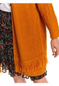 TOP SECRET - Luźny kardigan z frędzlami. Okazja: na co dzień. Kolor: żółty. Materiał: materiał. Długość rękawa: długi rękaw. Długość: długie. Wzór: aplikacja. Sezon: jesień. Styl: casual
