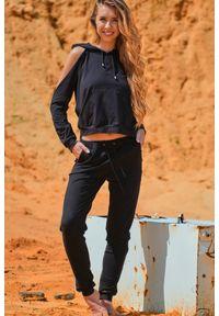 Infinite You - Czarne Dresowe Spodnie z Cienkiej Dzianiny. Kolor: czarny. Materiał: dresówka, dzianina