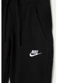 Czarne spodnie dresowe Nike Kids gładkie, na co dzień