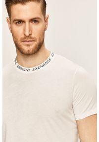 Biały t-shirt Armani Exchange na co dzień, z nadrukiem, z okrągłym kołnierzem