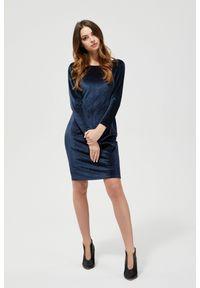 MOODO - Sukienka z metaliczną nitką. Materiał: poliester, elastan. Wzór: gładki. Styl: glamour
