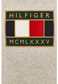 TOMMY HILFIGER - Tommy Hilfiger - Bluza. Okazja: na co dzień. Typ kołnierza: kaptur. Kolor: szary. Materiał: dzianina. Wzór: aplikacja. Styl: casual