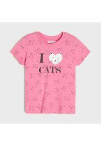 Różowy t-shirt Sinsay z nadrukiem
