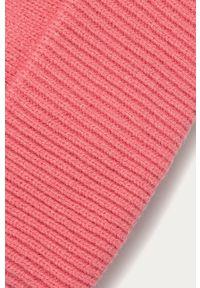 Różowa czapka Pieces