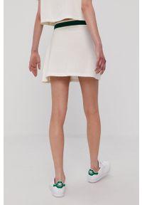 adidas Originals - Spódnica. Kolor: beżowy. Materiał: dzianina, poliester. Wzór: gładki
