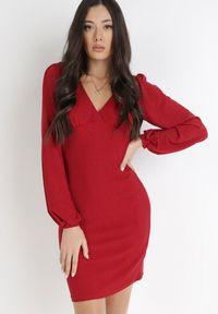 Born2be - Bordowa Sukienka Alcona. Typ kołnierza: dekolt w kształcie V. Kolor: czerwony. Materiał: tkanina. Styl: wizytowy. Długość: mini