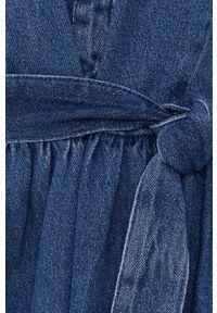 Jacqueline de Yong - Sukienka jeansowa. Kolor: niebieski. Materiał: jeans. Długość rękawa: krótki rękaw. Typ sukienki: rozkloszowane