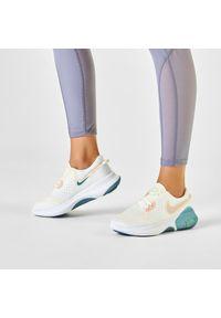 Białe buty do biegania Nike z cholewką