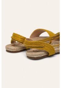 Żółte sandały ANSWEAR bez obcasa, na sznurówki