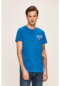 Niebieski t-shirt TOMMY HILFIGER z okrągłym kołnierzem, casualowy, na co dzień, z nadrukiem