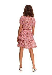 TOP SECRET - Printowana sukienka z falbanką. Kolor: różowy. Długość rękawa: krótki rękaw. Sezon: lato