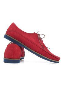 Faber - Czerwone wiązane mokasyny męskie T146. Kolor: czerwony. Materiał: nubuk, skóra, guma. Szerokość cholewki: normalna. Sezon: lato, wiosna. Styl: wizytowy, klasyczny