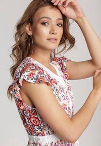 Renee - Biało-Różowa Sukienka Vivialora. Typ kołnierza: kołnierz z falbankami. Kolor: biały. Wzór: kwiaty, gładki. Długość: maxi