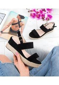 Czarne sandały SIXTH SENS na średnim obcasie, klasyczne, na koturnie