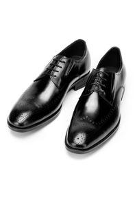 Wittchen - Buty do garnituru skórzane derby z elastycznymi wstawkami. Okazja: na co dzień, na spotkanie biznesowe. Kolor: czarny. Materiał: skóra. Styl: klasyczny, casual, biznesowy