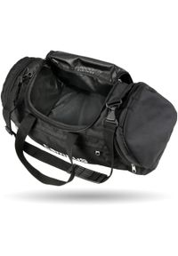 Czarna torba sportowa