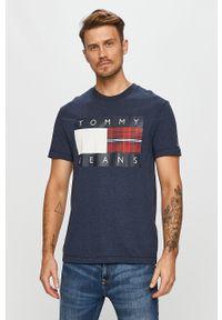 Niebieski t-shirt Tommy Jeans z okrągłym kołnierzem, casualowy, na co dzień