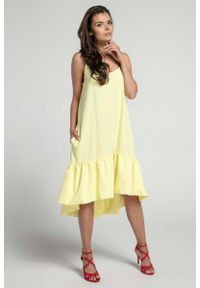 Nommo - Żółta Zwiewna Sukienka z Asymetryczną Falbanką na Cienkich Ramiączkach. Kolor: żółty. Materiał: wiskoza, poliester. Długość rękawa: na ramiączkach. Typ sukienki: asymetryczne