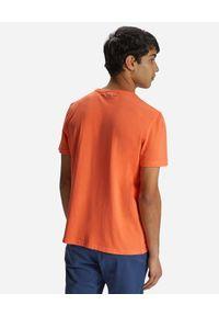 North Sails - NORTH SAILS - Pomarańczowy t-shirt z monochromatycznym nadrukiem. Kolor: pomarańczowy. Materiał: bawełna. Wzór: nadruk #4