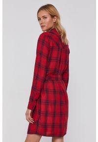 Pepe Jeans - Sukienka Tere. Okazja: na co dzień. Kolor: czerwony. Materiał: tkanina. Długość rękawa: długi rękaw. Typ sukienki: proste. Styl: casual