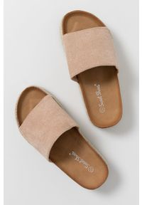 Answear Lab - Klapki Sweet Shoes. Kolor: beżowy. Materiał: materiał, guma. Wzór: gładki. Obcas: na platformie. Styl: wakacyjny