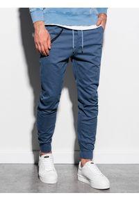 Ombre Clothing - Spodnie męskie joggery P908 - niebieskie - XXL. Okazja: na co dzień. Kolor: niebieski. Materiał: bawełna, elastan. Wzór: aplikacja. Styl: casual, klasyczny