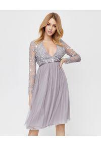 NEEDLE & THREAD - Sukienka midi z cekinami. Okazja: na imprezę. Kolor: szary. Materiał: tiul, koronka. Wzór: koronka, aplikacja. Typ sukienki: w kształcie A. Styl: vintage. Długość: midi