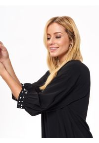 Czarna bluzka TOP SECRET na co dzień, z krótkim rękawem, z aplikacjami