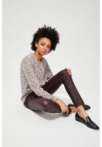MOODO - Spodnie rurki woskowane. Materiał: poliester, wiskoza, elastan. Długość: długie. Wzór: gładki