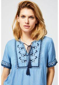 Niebieska koszula MOODO krótka, z haftami, z krótkim rękawem