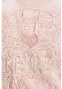 Różowy szlafrok Kenzo z aplikacjami