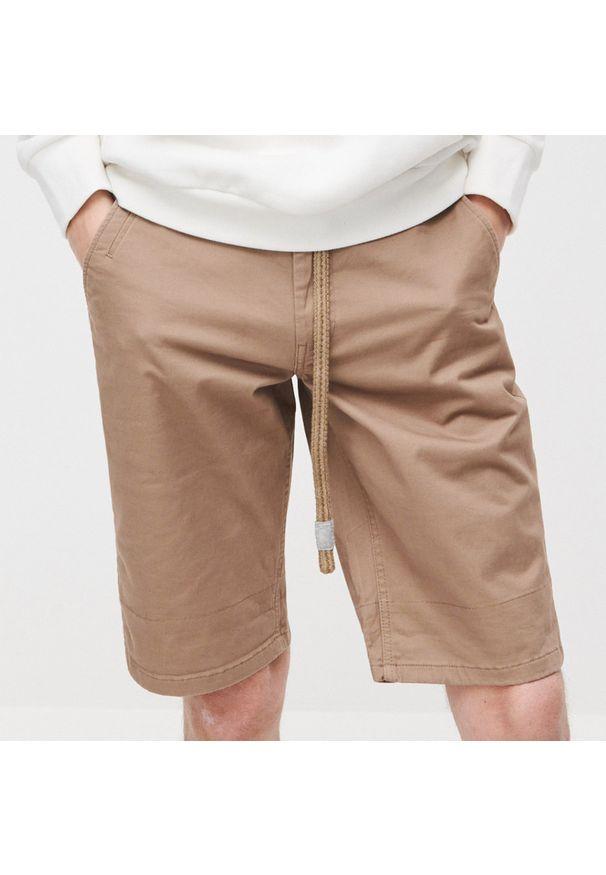 Reserved - Szorty z paskiem - Brązowy. Kolor: brązowy
